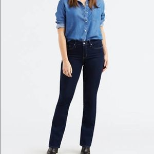 Levi's 315 shaping bootcut jeans size 28